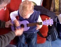 Even babies can learn ukulele!